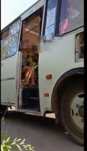 Задержание в Кинешме пассажира автобуса без маски (ВИДЕО 18+ ВНИМАНИЕ! видеоматериал взят из источника без цензур)