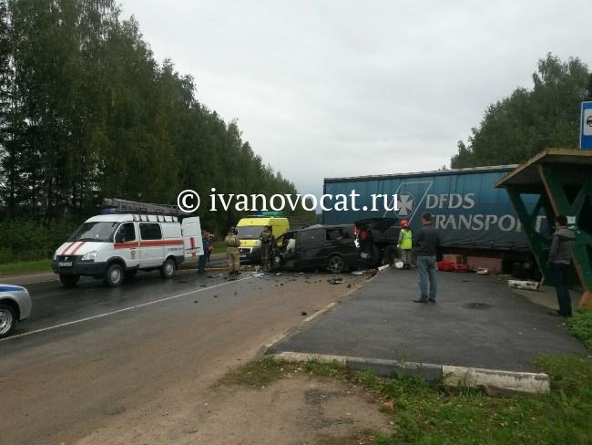 ВИвановском районе фургон столкнулся смаршруткой