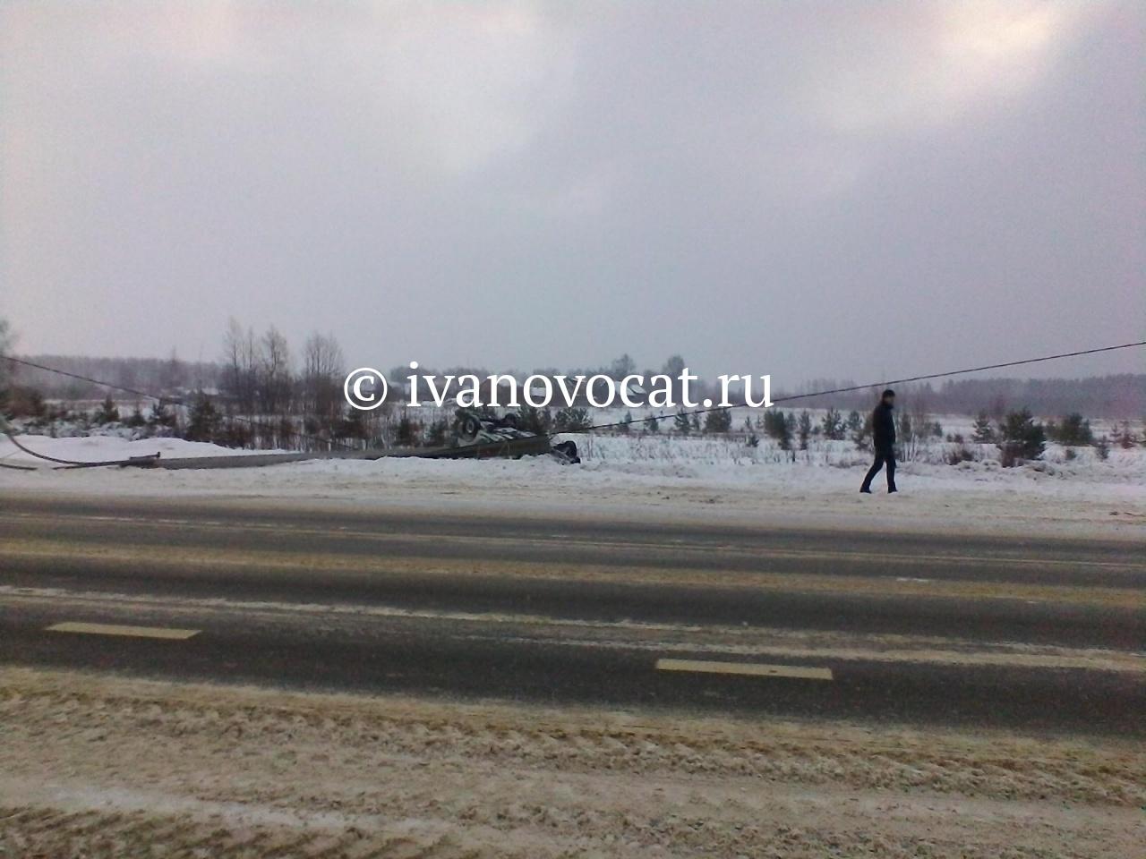 ВЛежневском районе автоледи на«Рено» врезалась встолб иперевернулась