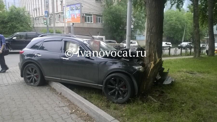 Ивановец угнал убывшей сожительницы в столице Инфинити иразбил машину